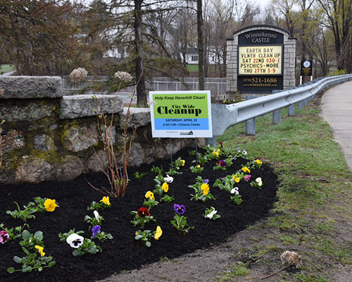 The spruced up entrance to Winnekenni Park with hundreds of new flowers. (Jay Saulnier photograph for WHAV News.)