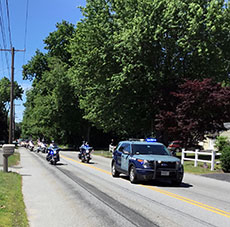 The wall is escorted along Monument Street. (Frank Komola photograph for WHAV News.)