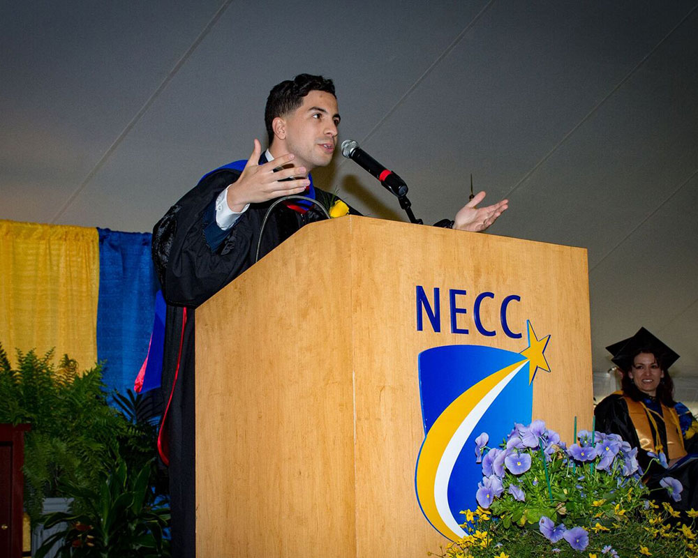 Vargas Bill Requires Completing College Financial Aid Forms Before High School Graduation