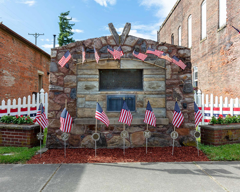 Northern Essex Presents William Short's 'My Red America' Photography Online